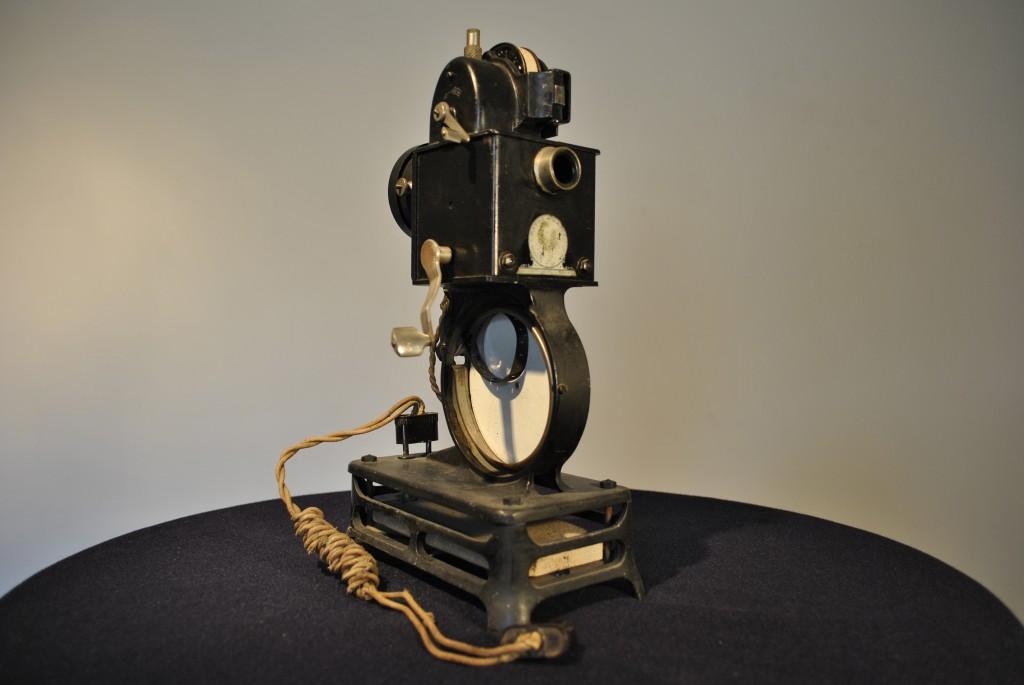 Projecteur à manivelle Pathé Baby – 1920-1930